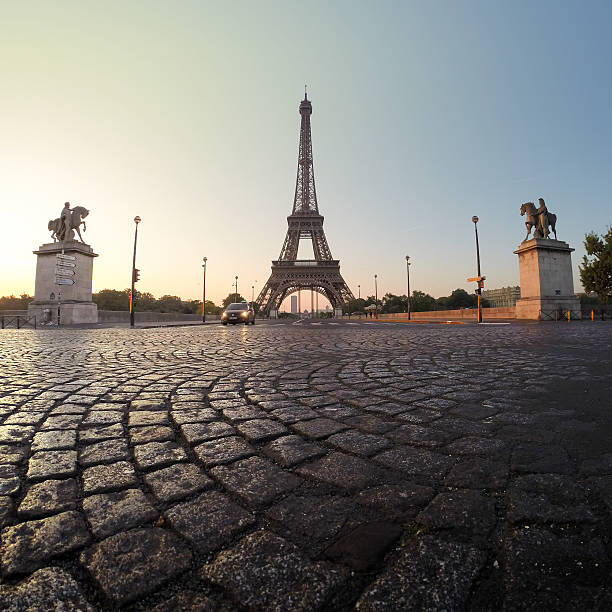 France, Paris, Eiffel Tower at dawn:スマホ壁紙(壁紙.com)