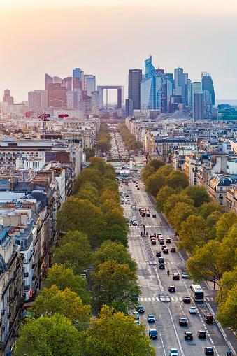 Avenue「France, Paris, cityscape with Avenue de la Grande Armee and La Defense」:スマホ壁紙(5)