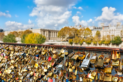 Love fortune「France, Paris, love locks at railing of a bridge over Seine River」:スマホ壁紙(5)