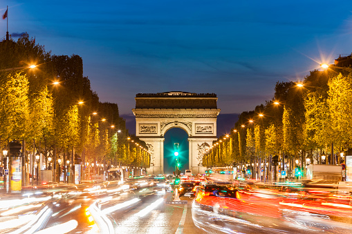 Arc de Triomphe - Paris「France, Paris, Champs-Elysees, Arc de Triomphe and cars at night with light trails」:スマホ壁紙(0)