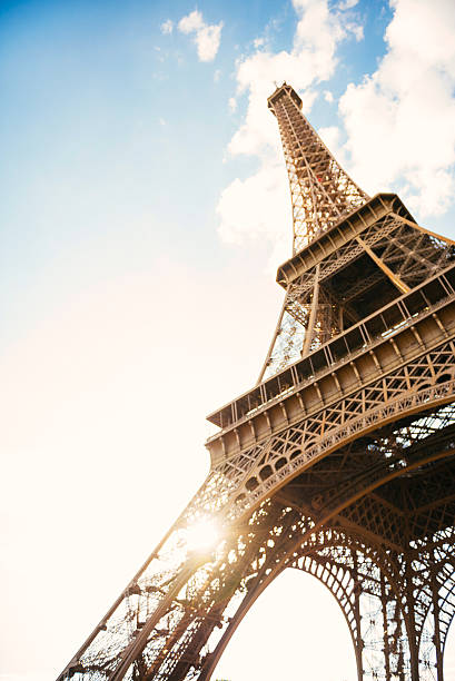 France, Paris, view to Eiffel Tower from below:スマホ壁紙(壁紙.com)