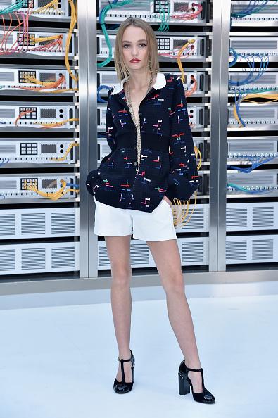 全身「Chanel : Front Row  - Paris Fashion Week Womenswear Spring/Summer 2017」:写真・画像(1)[壁紙.com]