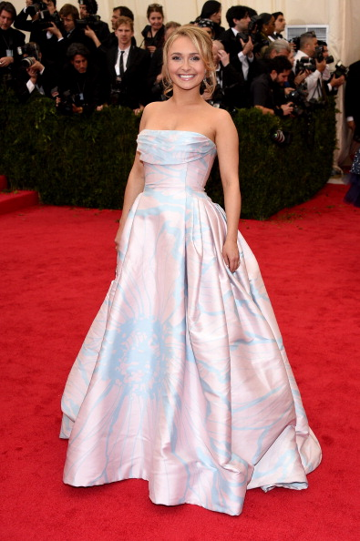 "Strapless Evening Gown「""Charles James: Beyond Fashion"" Costume Institute Gala - Arrivals」:写真・画像(11)[壁紙.com]"