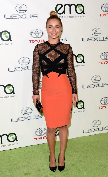 Two-Toned Dress「23rd Annual Environmental Media Awards Presented By Toyota And Lexus - Green Carpet」:写真・画像(11)[壁紙.com]