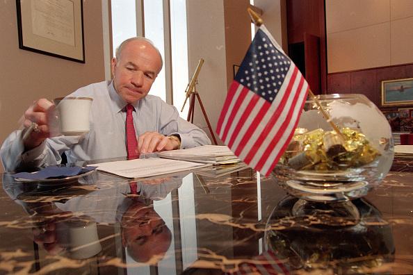 Enron「Kenneth Lay in his Office」:写真・画像(11)[壁紙.com]