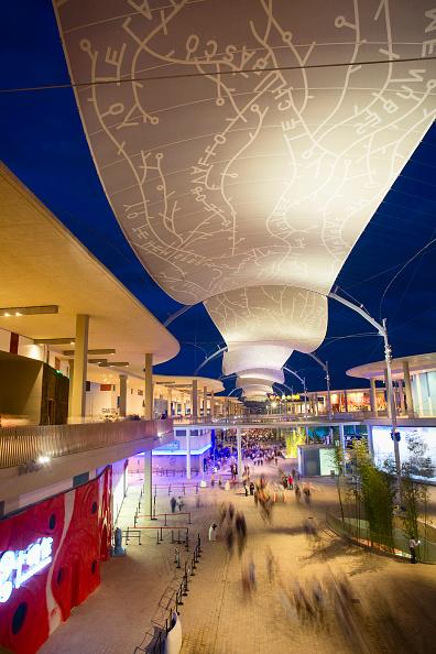 City Life「Overview Expo Area at dusk / Ueberblick Expo Gelaende Pavillons der Laender und Textildach in der Daemmerung / Vista General Area Expo con cubierta textil al atardecer」:写真・画像(19)[壁紙.com]