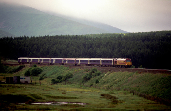 Overcast「An EWS class 67 travels northbound through the Scottish countryside on approach to Dalwhinne station. This train started its journey at London Euston and will terminate at Inverness.」:写真・画像(17)[壁紙.com]