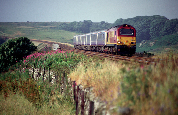 Stonehaven「An EWS Class 67 pullls a Caledonian Sleeper service northbound shortly after passing through Stonehaven. This train started its journey at London Euston and will terminate at Aberdeen.」:写真・画像(8)[壁紙.com]