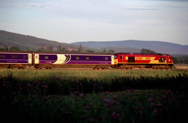 An EWS class 67 locomotive pulls a Scotrail Caledonian Sleeper service southbound through beautifull Scottish countryside in golden evening light. This train started its journey from Inverness station and is headed for London Euston.:ニュース(壁紙.com)