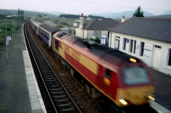 Motion「An EWS class 67 powers through Dalwhinnie with the Caledonian Sleeper train from Inverness heading towards London.」:写真・画像(6)[壁紙.com]