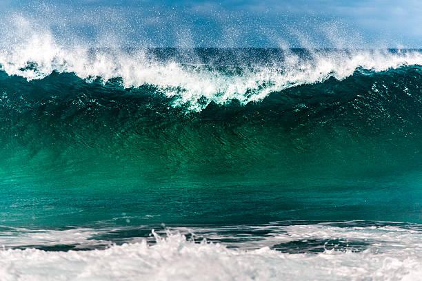 Breaking wave at North Shore:スマホ壁紙(壁紙.com)