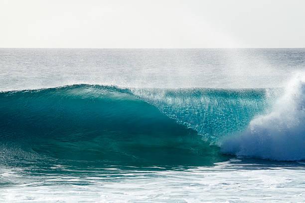 Breaking wave at reef in Sal, Cape Verde (Ponta Preta).:スマホ壁紙(壁紙.com)