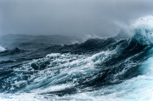 Breaking Wave「Breaking wave on a rough sea against overcast sky」:スマホ壁紙(15)