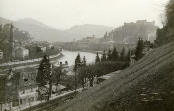 Hohensalzburg Fortress「View from Muelln on the Salzach and the Hohensalzburg Castle. Photograph around 1910」:写真・画像(15)[壁紙.com]