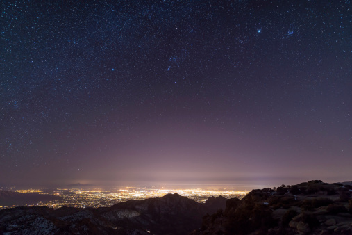 星空「A view from midway up Mount Lemmon, looking down into Tucson, Arizona. Orion, Jupiter, and the Pleiades float above the city lights.」:スマホ壁紙(8)