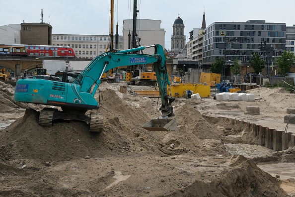 Construction Industry「World War II Bomb Found In Central Berlin」:写真・画像(15)[壁紙.com]