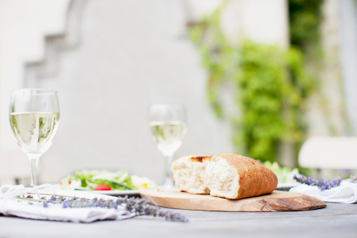 Bread「Wine and bread on patio table」:スマホ壁紙(18)