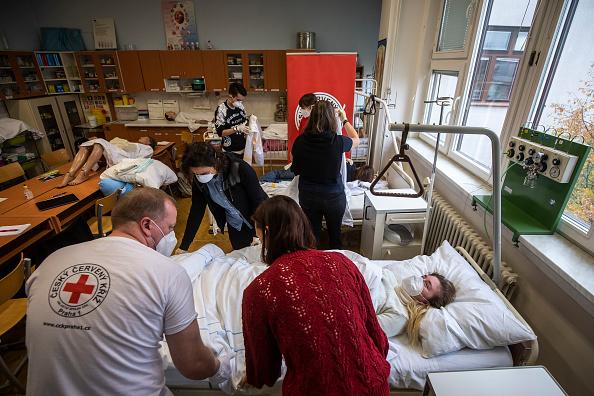 Social Issues「Red Cross Volunteer Training During Coronavirus Pandemic」:写真・画像(11)[壁紙.com]