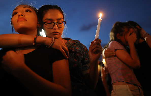 Memorial Vigil「22 Dead And 26 Injured In Mass Shooting At Shopping Center In El Paso」:写真・画像(15)[壁紙.com]