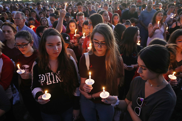 Mass Shooting「Florida Town Of Parkland In Mourning, After Shooting At Marjory Stoneman Douglas High School Kills 17」:写真・画像(10)[壁紙.com]