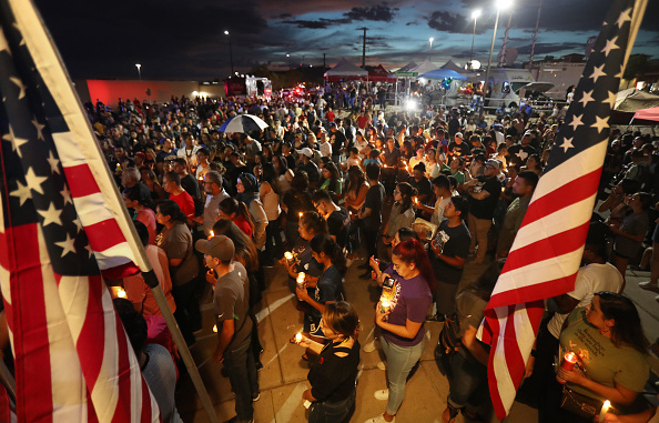 Memorial Vigil「22 Dead And 26 Injured In Mass Shooting At Shopping Center In El Paso」:写真・画像(10)[壁紙.com]