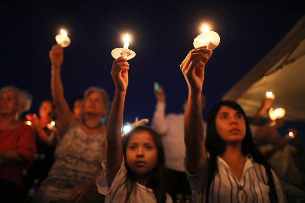 Memorial Vigil「22 Dead And 26 Injured In Mass Shooting At Shopping Center In El Paso」:写真・画像(5)[壁紙.com]