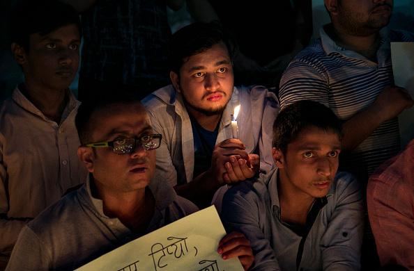 Allison Joyce「Bangladeshis Hold Vigil For Victims Of Nepal's Plane Crash」:写真・画像(12)[壁紙.com]