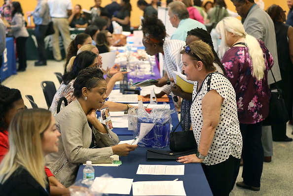 Employment And Labor「Miami Dade Hosts Job Fair As US  Adds 196,000 Jobs In March」:写真・画像(18)[壁紙.com]