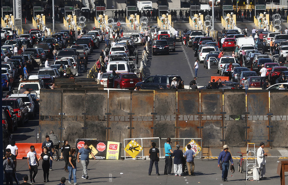 Entrance「Immigrant Caravan Members Gather At U.S.-Mexico Border」:写真・画像(10)[壁紙.com]