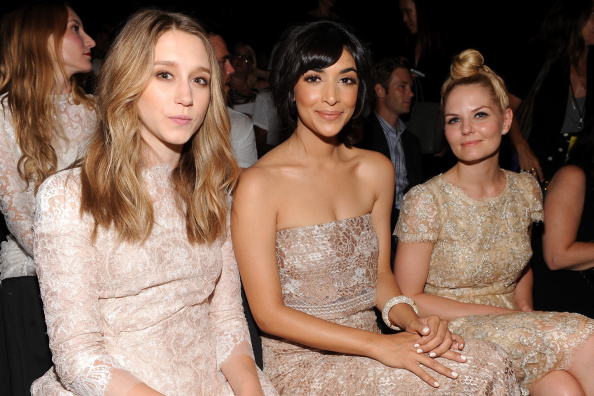 Hannah Simone「Monique Lhuillier - Front Row - Mercedes-Benz Fashion Week Spring 2015」:写真・画像(17)[壁紙.com]