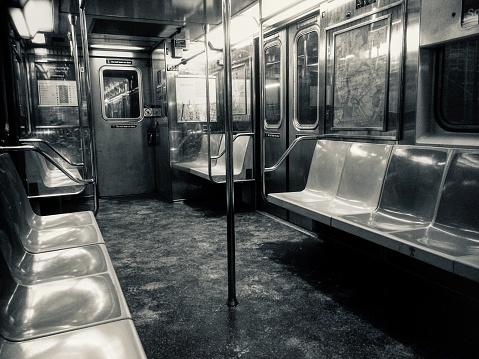 Train Interior「Empty subway car.」:スマホ壁紙(11)