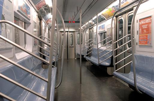 Subway Train「Empty Subway Car」:スマホ壁紙(6)