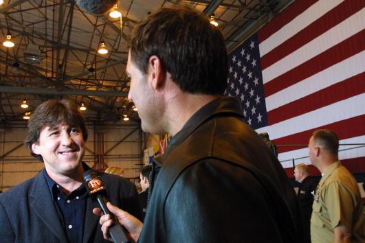 Vanilla「Cameron Crowe and Tom Cruise Visit Base」:写真・画像(16)[壁紙.com]