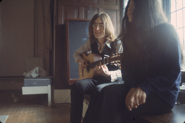 Guitar「John Plays For Yoko」:写真・画像(11)[壁紙.com]