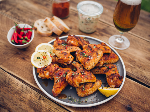 Recipe「Spicy chicken wings with condiments and a glass of beer」:スマホ壁紙(19)