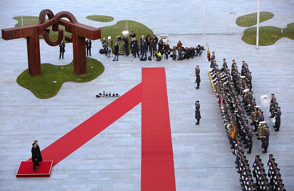 Finance「Prime Minister Tsipras Meets With Chancellor Merkel In Berlin」:写真・画像(5)[壁紙.com]