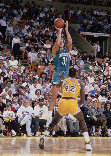 James Worthy「Charlotte Hornets vs Los Angeles Lakers」:写真・画像(7)[壁紙.com]
