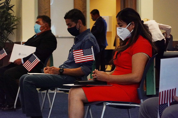 Kendall - Florida「First Naturalization Ceremony Held In Miami Since COVID-19 Shutdown」:写真・画像(7)[壁紙.com]