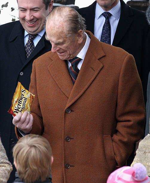 Queen Elizabeth II And The Duke Of Edinburgh Attend Church:ニュース(壁紙.com)