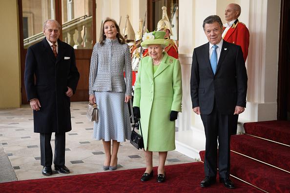 全身「The Queen And Duke Of Edinburgh Welcome President Santos Of Colombia And Mrs Santos」:写真・画像(15)[壁紙.com]