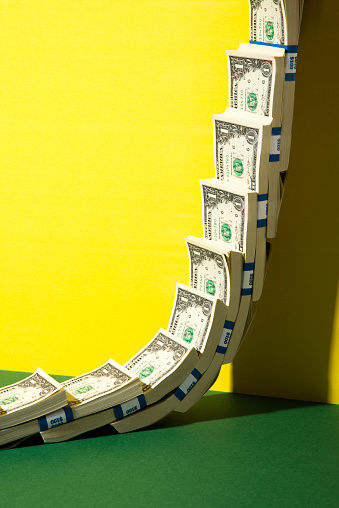 Investment「US Dollars climbing a wall」:スマホ壁紙(17)