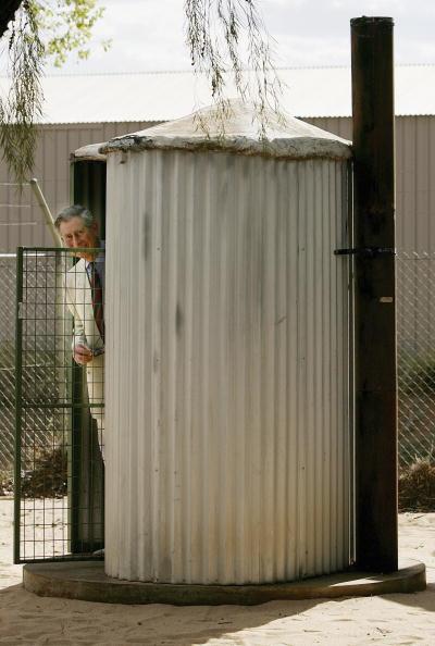 Toilet「Prince Charles Visit - Alice Springs Airport Arrival」:写真・画像(16)[壁紙.com]