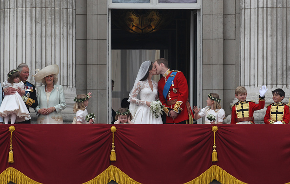 Master William Lowther-Pinkerton「Royal Wedding - The Newlyweds Greet Wellwishers From The Buckingham Palace Balcony」:写真・画像(11)[壁紙.com]