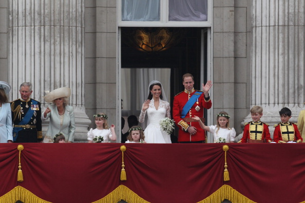 Master William Lowther-Pinkerton「Royal Wedding - The Newlyweds Greet Wellwishers From The Buckingham Palace Balcony」:写真・画像(12)[壁紙.com]