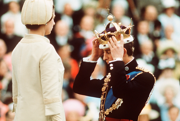 Wales「GBR: Queen Elizabeth II crowns Prince Charles, the Prince of Wales」:写真・画像(8)[壁紙.com]