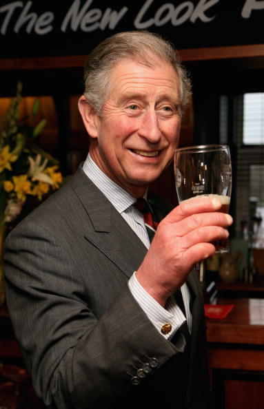 Drinking Glass「Prince Charles, Prince Of Wales Visits Froncysyllte - Calor Gas Village Of The Year」:写真・画像(14)[壁紙.com]