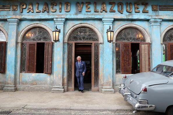 Visit「The Prince Of Wales Visits The James Bond Set」:写真・画像(7)[壁紙.com]
