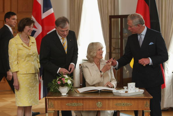 Signing Event「Prince Charles And Camilla Visit Berlin Day 1」:写真・画像(9)[壁紙.com]
