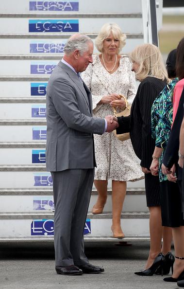 男「The Prince Of Wales And Duchess Of Cornwall Arrive In Cuba」:写真・画像(16)[壁紙.com]