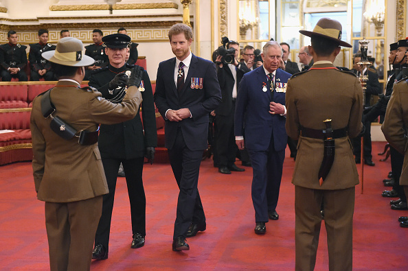 Five People「The Prince Of Wales & Prince Harry Present Service Medals & Host Reception For The Royal Gurkha Rifles」:写真・画像(10)[壁紙.com]